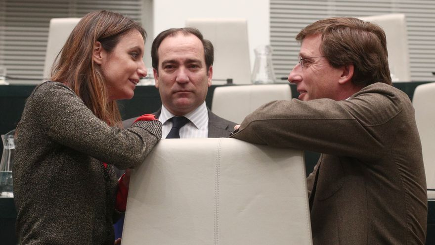 El alcalde de Madrid, José Luis Martínez-Almeida, con Andrea Levy y Borja Carabante. / EP