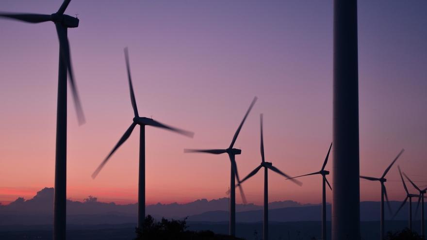 Imagen de archivo de generadores de energía eólica.
