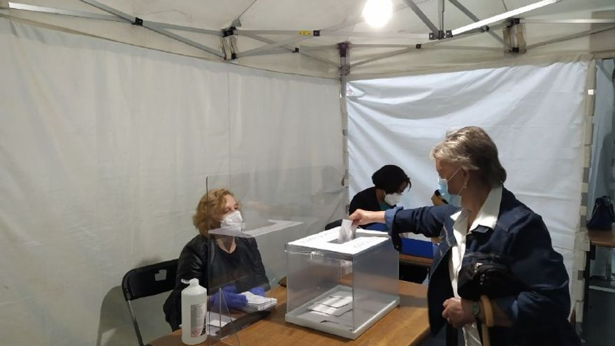 Un momento de la votación en la localidad de Ordizia