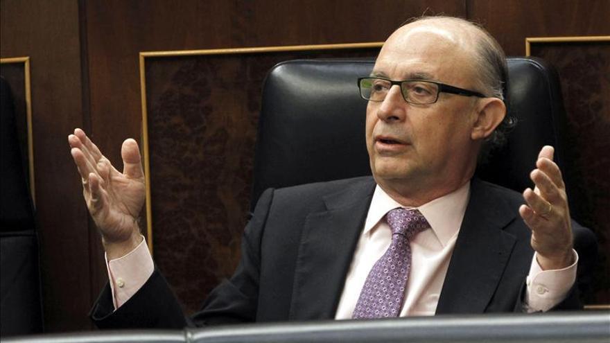 El Congreso rechaza reprobar a Montoro, con la abstención de UPyD y CiU