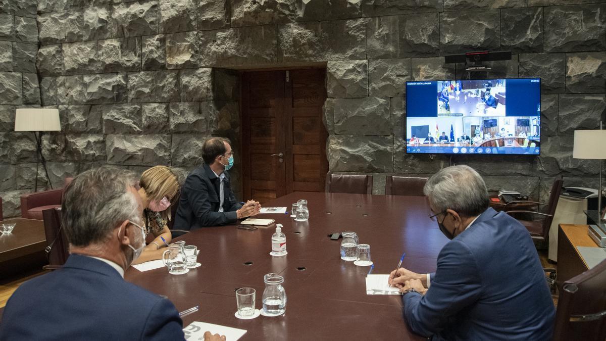 El Gobierno de Canarias, en la reunión virtual con el Ejecutivo nacional para dar el pistoletazo de salida de la comisión para la recuperación de La Palma