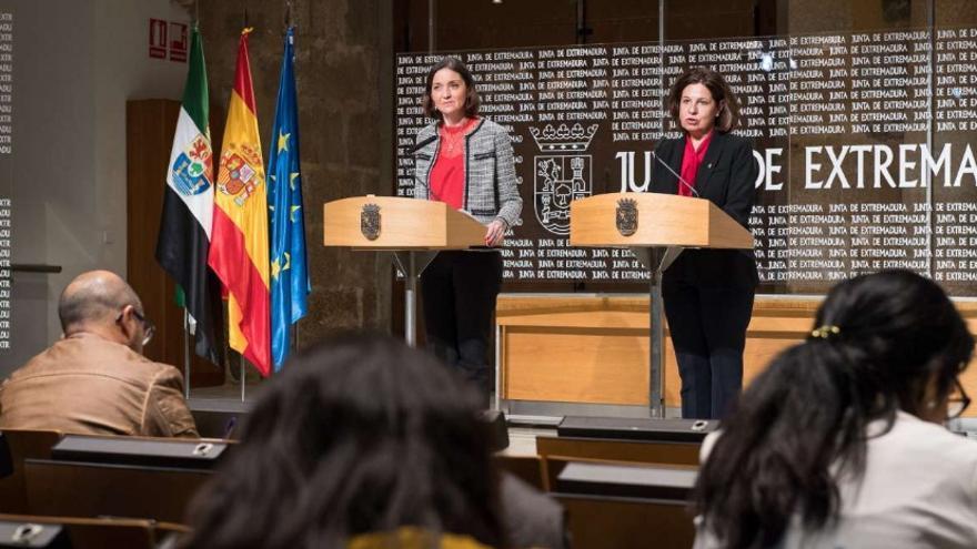 La ministra de Industria, Comercio y Turismo, Reyes Maroto, ha comparecido en rueda de prensa junto con la vicepresidenta de la Junta de Extremadura, Pilar Blanco-Morales