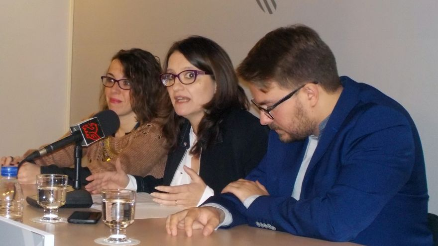 La vicepresidenta Mónica Oltra junto a los secretarios autonómicos de la conselleria de Igualdad y Políticas Inclusivas, Sandra Casas y Alberto Ibáñez