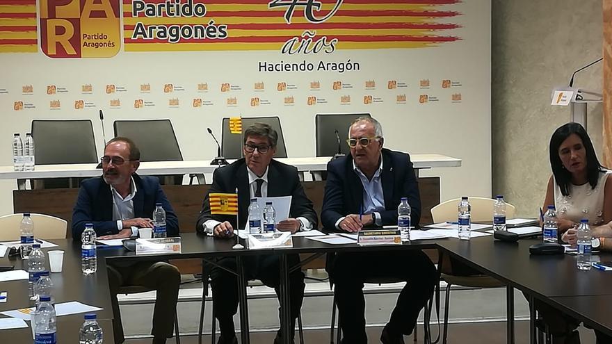 Arturo Aliaga, en el centro, en la Comisión Ejecutiva del Partido Aragonés