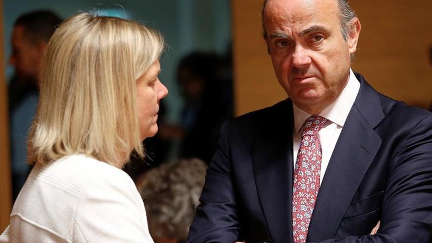 La CE pospone al jueves su veredicto sobre si multa a España y Portugal por sus déficits