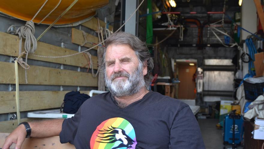 Peter Willcox, en la cubierta del Rainbow Warrior   N.C.