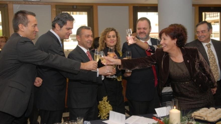Rivero brinda con los miembros de su Gobierno que le acompañaron este jueves.