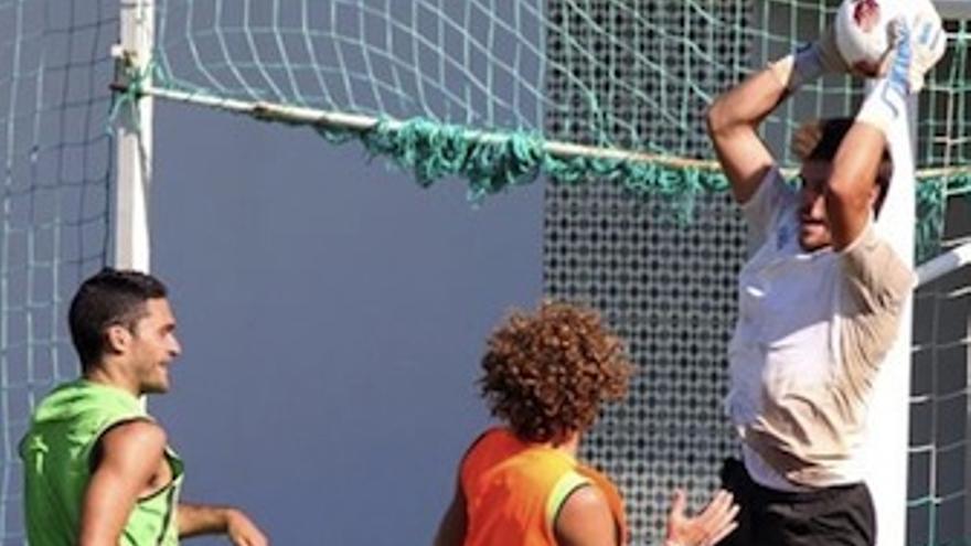 Fabricio durante un entrenamiento con el Betis. (Europa Press)