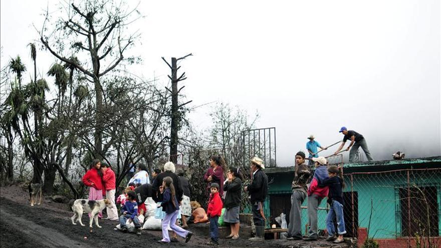 Declaran la alerta naranja en Guatemala por el aumento de la erupción del volcán Pacaya