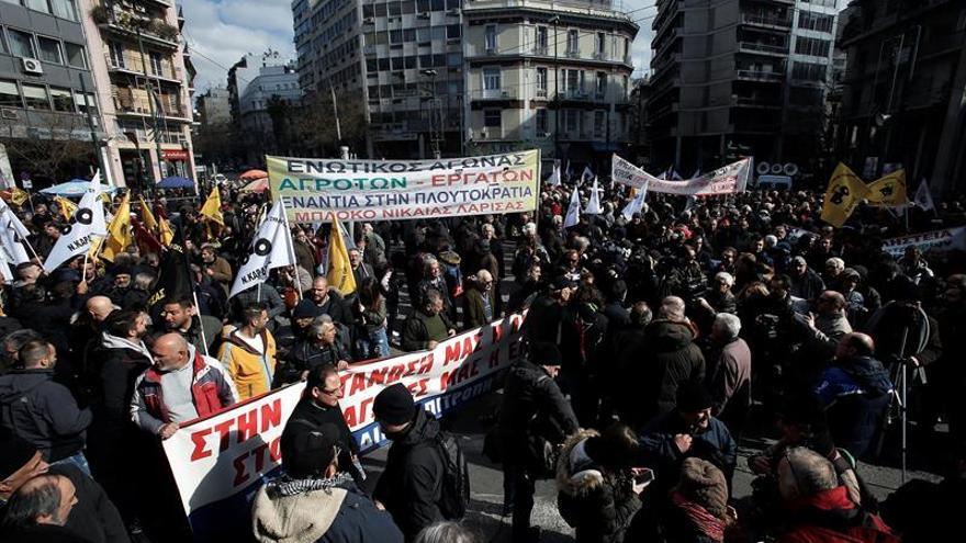 Enfrentamientos entre agricultores griegos y policía en Atenas
