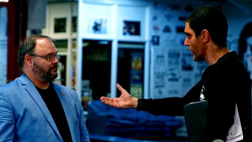 "Jason Spencer y Sacha Baron Cohen en ""Who is America?"""