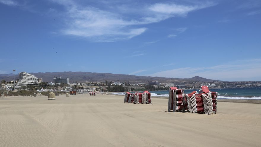 Playa del Inglés, desierta este miércoles de Semana Santa.