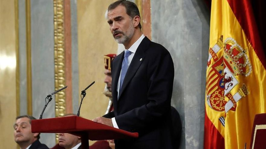 """Felipe VI reconoce el impulso """"determinante"""" que su padre dio a la democracia"""