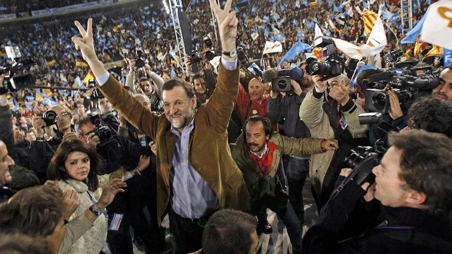 Imagen del mitin de Rajoy en Xàtiva, con Álvaro Pérez 'el Bigotes' detrás