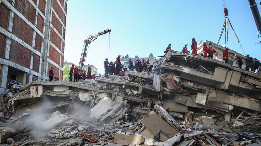 Sube a 28 la cifra de muertos por el terremoto en Turquía