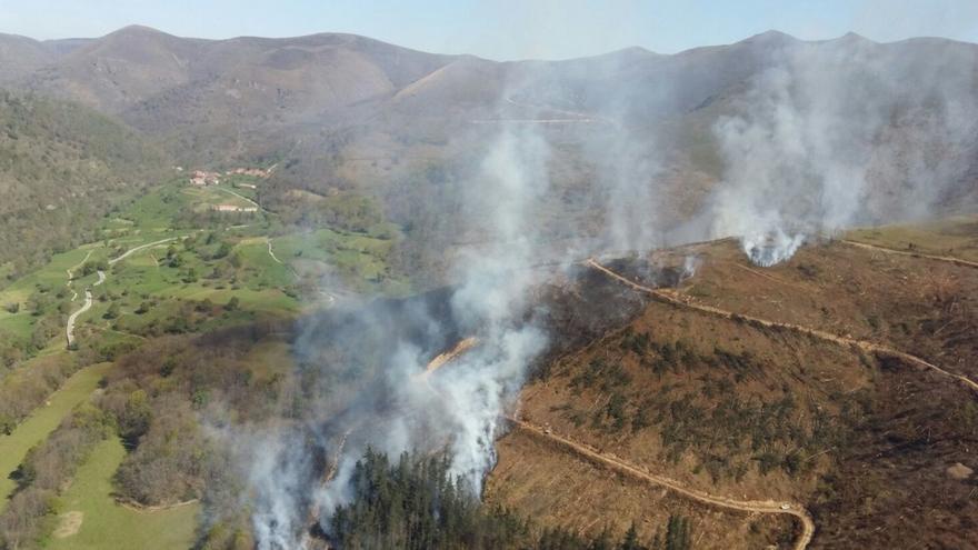 Registrados dos incendios en Cantabria, uno sofocado y otro controlado