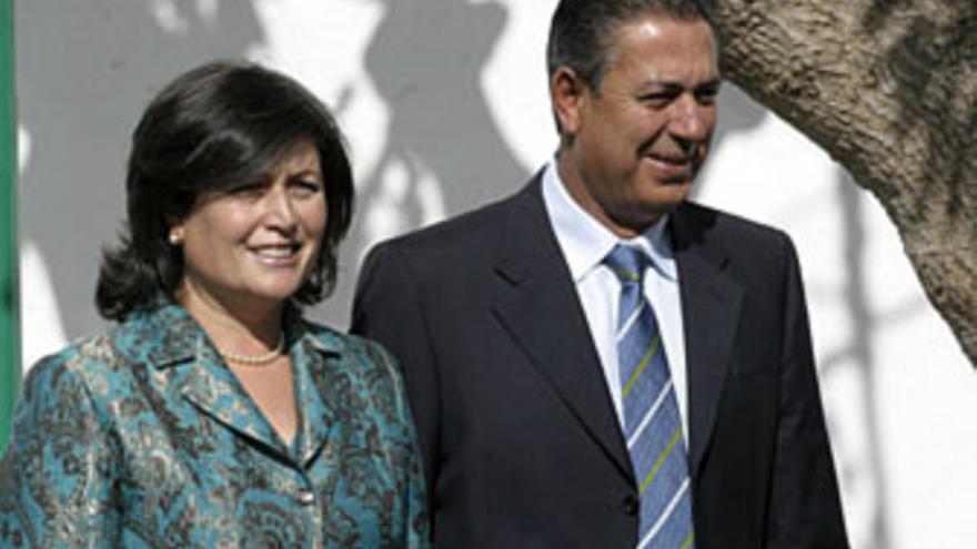 José Francisco Reyes, junto a su esposa, Antonia Torres.