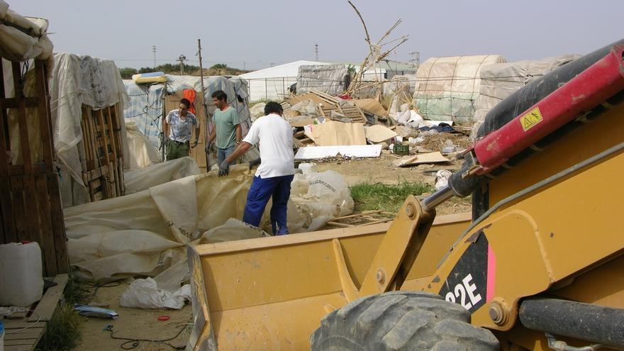 """Cáritas contabiliza a unas 730 personas que """"malviven"""" en asentamientos, que ya """"son crónicos"""""""