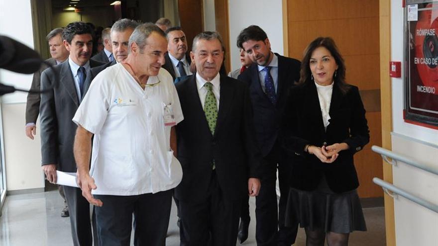 El presidente del Gobierno de Canarias, la consejera de Sanidad y otras autoridades visitan las nuevas dependencias sanitarias.