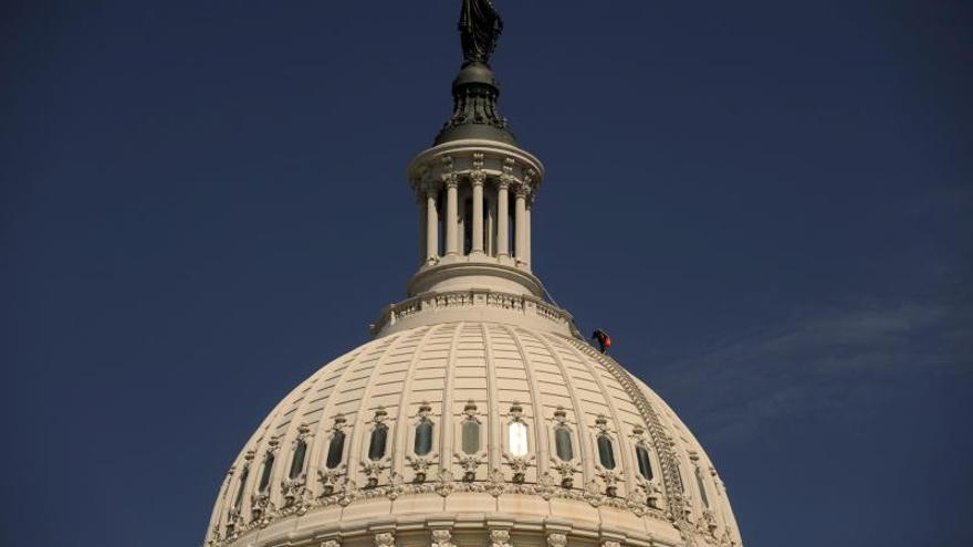 La Cámara Baja de EE.UU. aprueba un plan de gasto de 1 billón hasta el otoño