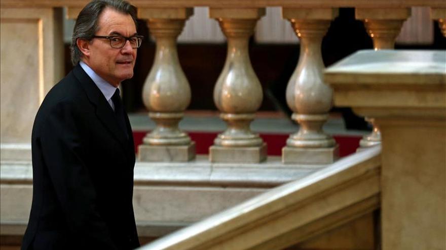 """Mas denuncia en su discurso de investidura la """"pseudodemocracia"""" que menosprecia el 27S"""