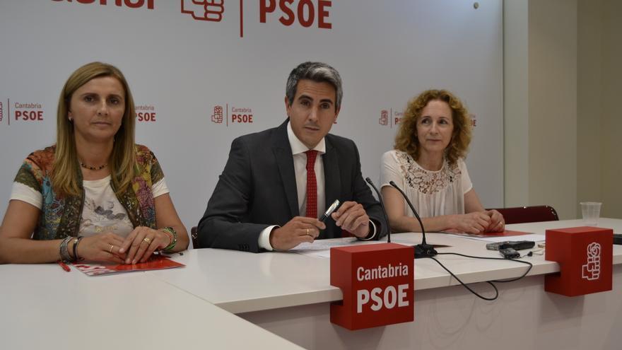 Zuloaga, acompañado por Noelia Cobo e Isabel Fernández.   R.V.
