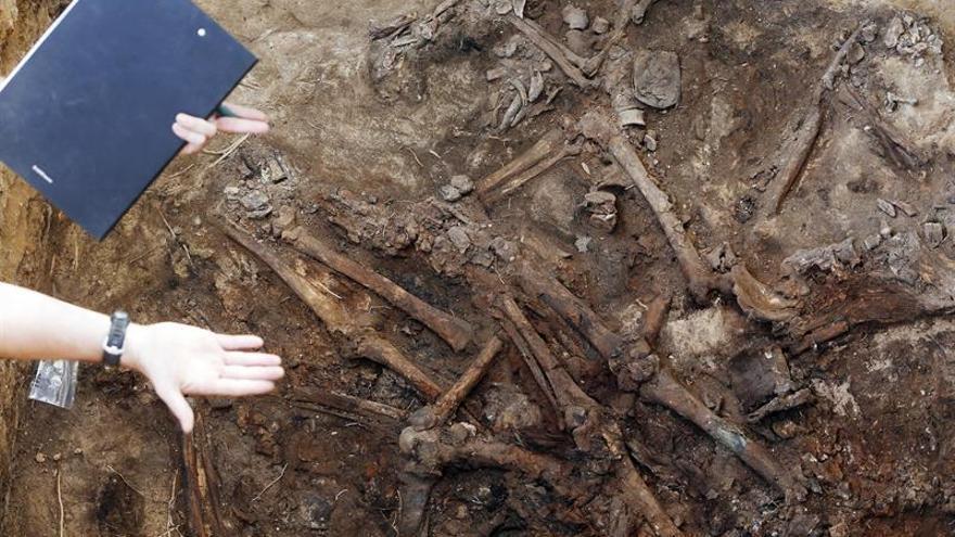 Exhumar a las víctimas de la Guerra Civil, reclamo político sin financiación