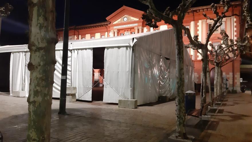 Imagen de la carpa instalada en la plaza de Eibar para celebrar los Carnavales