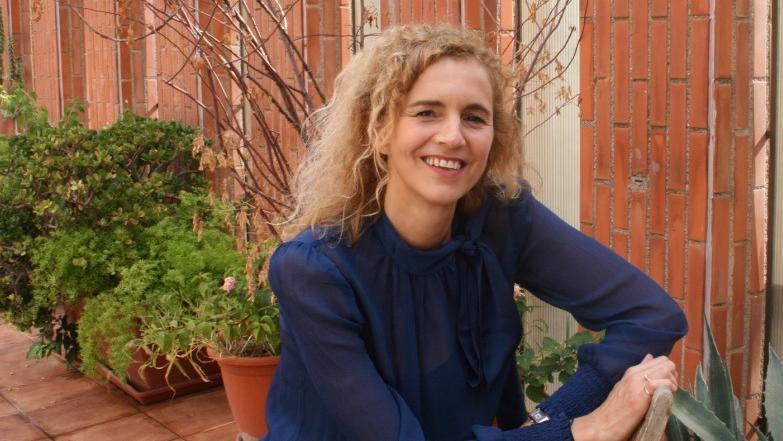 Delphine De Vigan: «No es lo mismo dar las gracias que agradecer, que implica reconocer la deuda que tenemos con los demás»