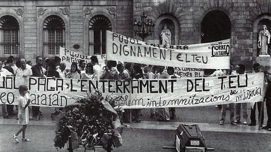 Manifestación de trabajadores de El Correo Catalán ante el Palau de la Generalitat en julio de 1986.