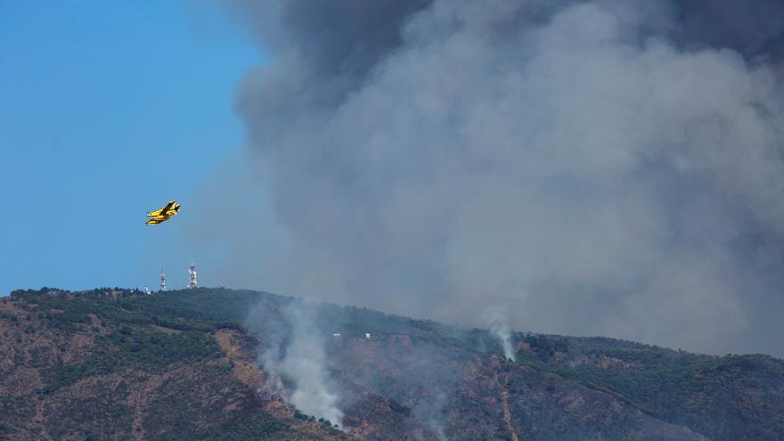 Ordenan el desalojo de Jubrique (Málaga) por el incendio de Sierra Bermeja
