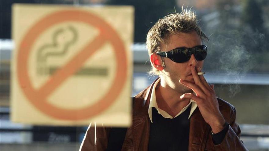 """Comerciantes consideran la ley antitabaquista uruguaya """"ridícula"""" y aplauden a la OMS"""