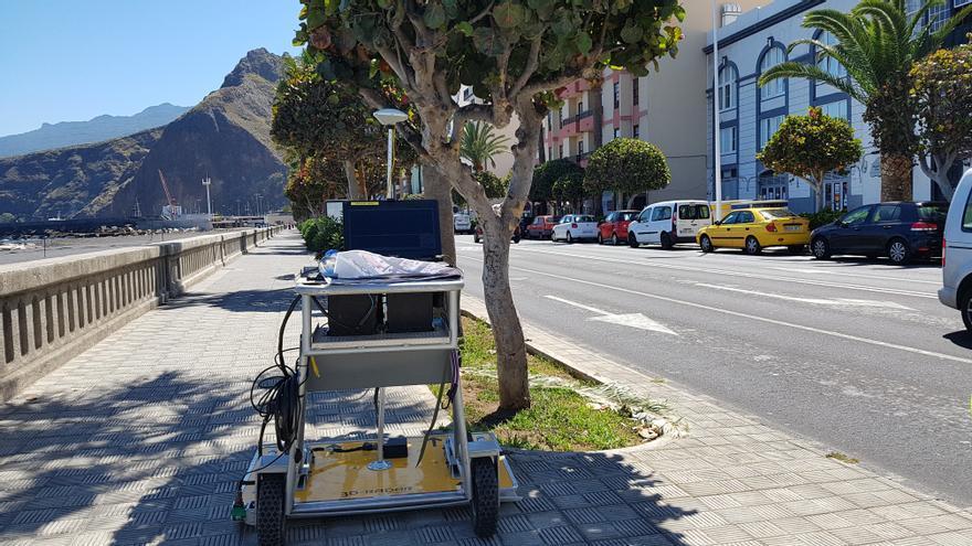 El georradar 3D de última generación con el que se realiza un estudio geofísico del subsuelo de la Avenida Marítima de Santa Cruz de La Palma.