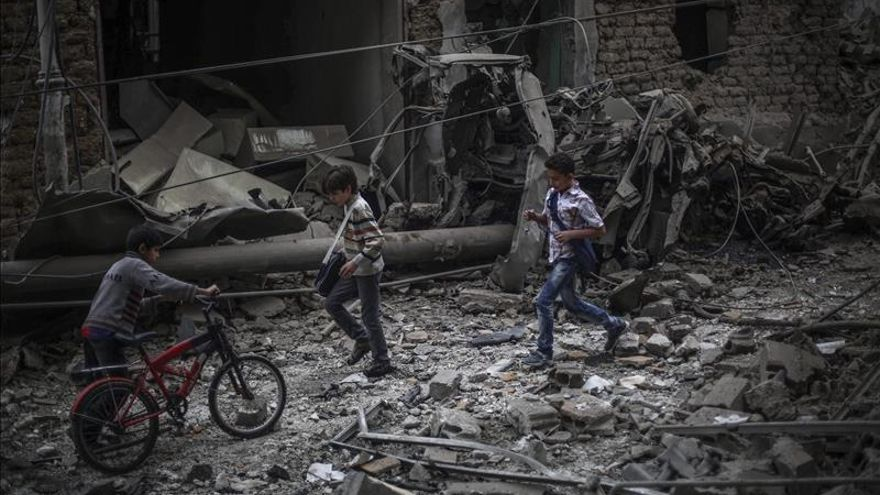 Mueren al menos 26 personas por bombardeos en las afueras de Damasco