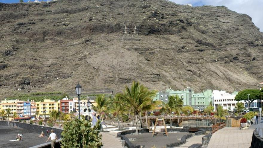 Parque infantil de la Avenida Marítima del barrio de El Puerto.