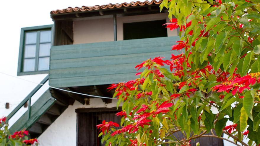 Balcón tradicional en una de las casas de Arico el Nuevo, Tenerife. VIAJAR AHORA