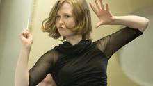 Si eres mujer y diriges una orquesta, estás de enhorabuena (o no)
