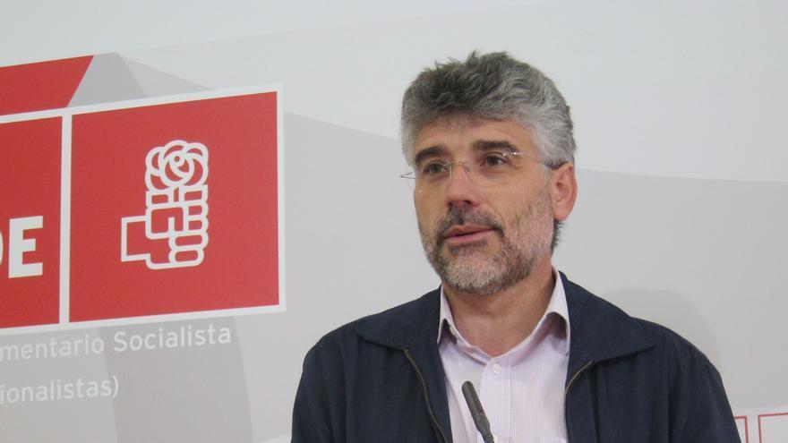 """El PSOE considera que Monago es el """"hazmerreír de toda España"""" porque """"nadie le dijo"""" que bajara del 0,7% de déficit"""
