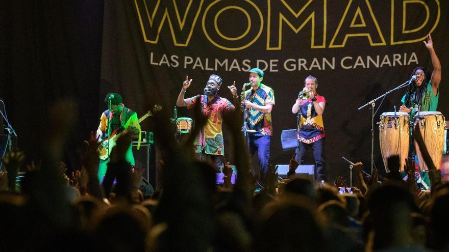 El músico ghanés Pat Thomas y su grupo Kwashibu Arfa Balad en el Womad Las Palmas de Gran Canaria.