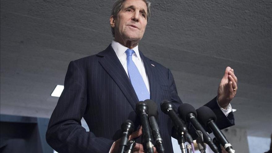 Kerry llega a Emiratos para abordar el conflicto sirio con su homólogo saudí