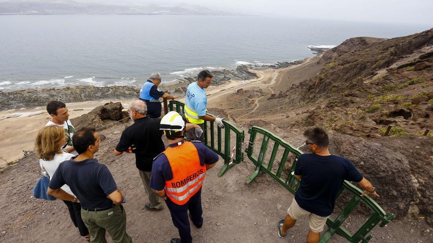 Derrumbe de piedras en la zona del conjunto arqueológico de la Cueva de Los Canarios, por la Playa de El Confital.