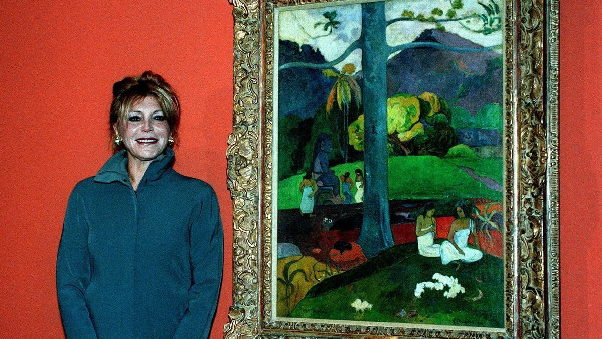 "La baronesa Carmen Cervera, posa ante el cuadro de Paul Gauguin ""Mata Mua"" .EFE/J.M/JULIAN MARTIN/Archivo"