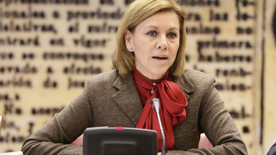 Cospedal dice que el Ayuntamiento izó la bandera a media asta en Semana Santa y rechaza críticas a Defensa