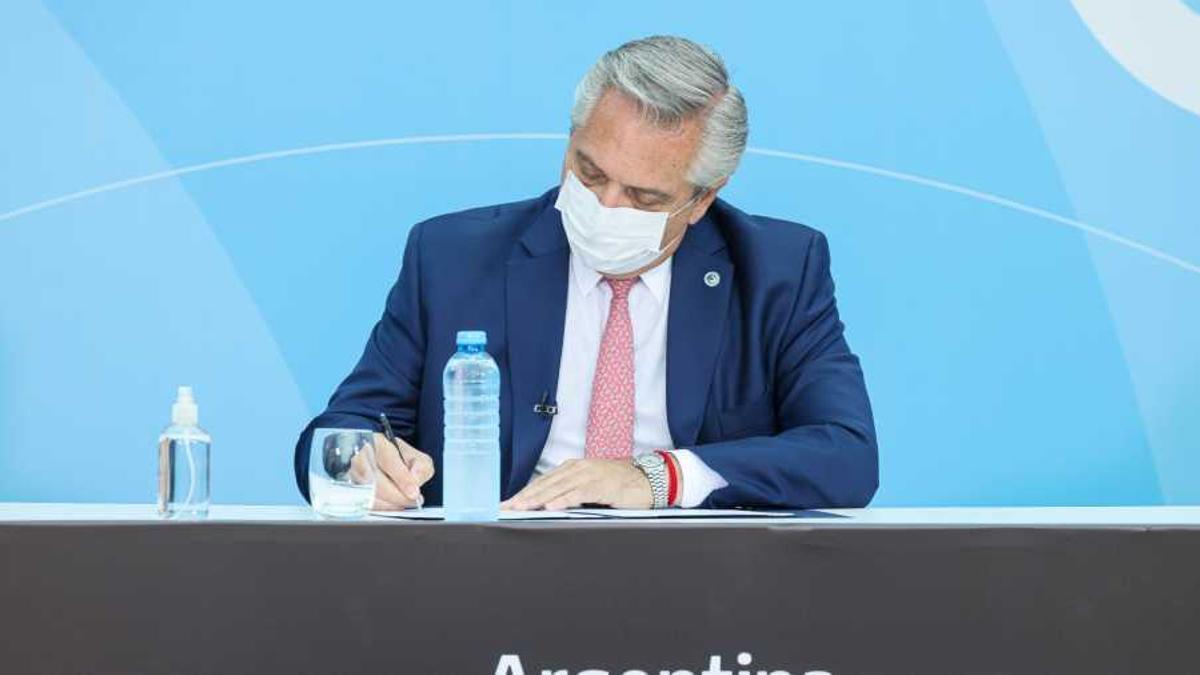 Alberto Fernández firmó el decreto.