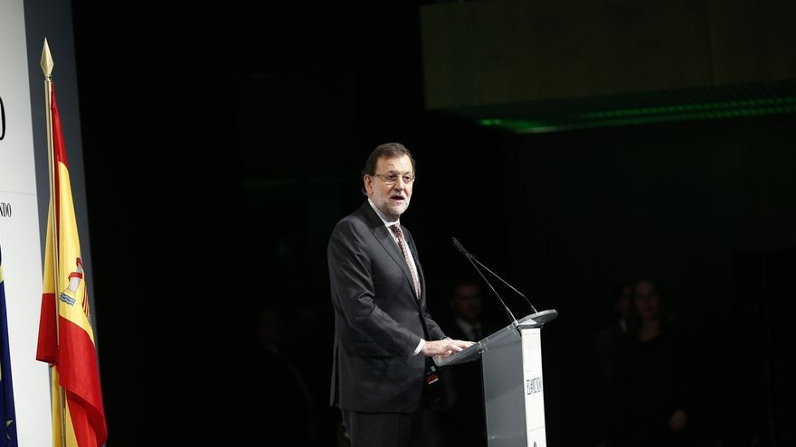 """Rajoy tacha de """"error"""" su SMS a Bárcenas y admite que debió ser más diligente contra la corrupción"""