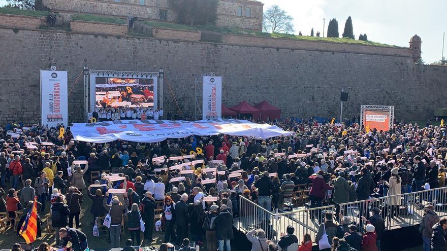 El acto de Òmnium se ha celebrado en el Fossar de Santa Eulàlia de Montjuïc, donde Companys fue fusilado