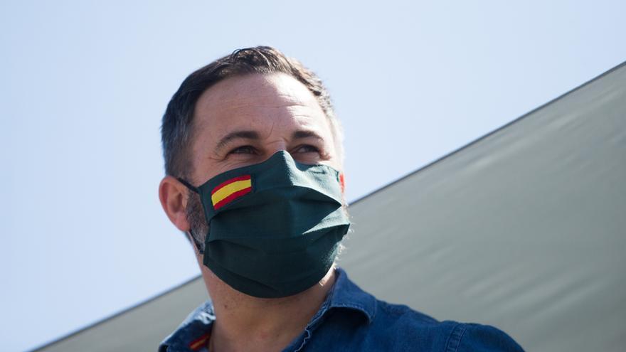 """Abascal dice que Vox no ha robado la bandera de España """"a nadie"""" y acusa a otros partidos de esconderla """"por odio"""""""