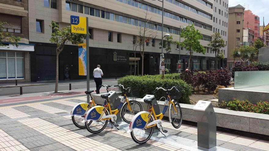 Estación de bicicletas en la plaza Doctor Rafael O'Shanahan en Las Palmas de Gran Canaria