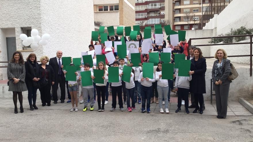 Escolares celebran el Día de Andalucía con actividades lúdicas y la difusión de la cultura del aceite