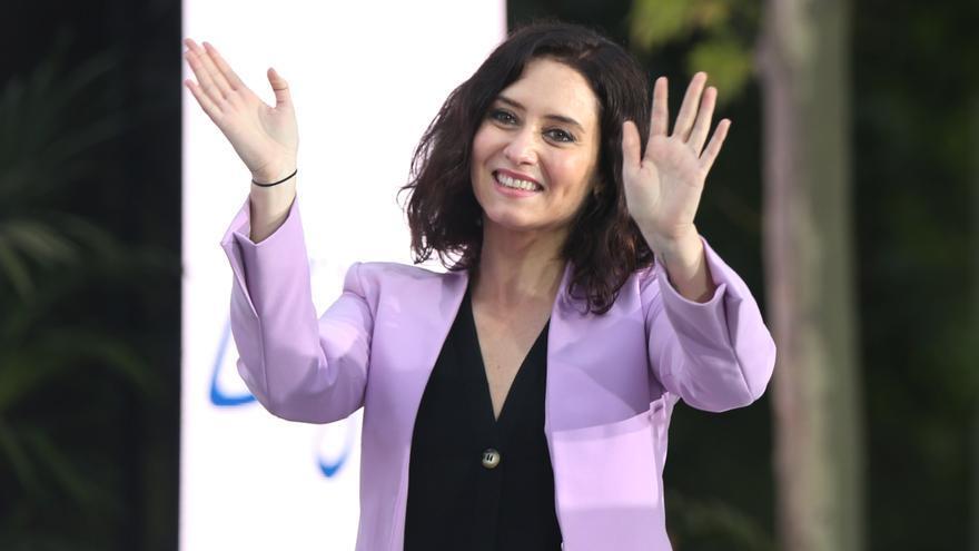 La candidata del PP a la Presidencia de la Comunidad de Madrid, Isabel Díaz Ayuso, durante un acto electoral a 30 de abril de 2021, en Móstoles, Madrid (España). Los partidos se enfrentan a la recta final de la campaña por la Comunidad de Madrid, que el p